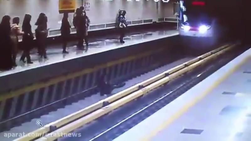 خودکشی نافرجام دختر جوان در متروی تهران+فیلم