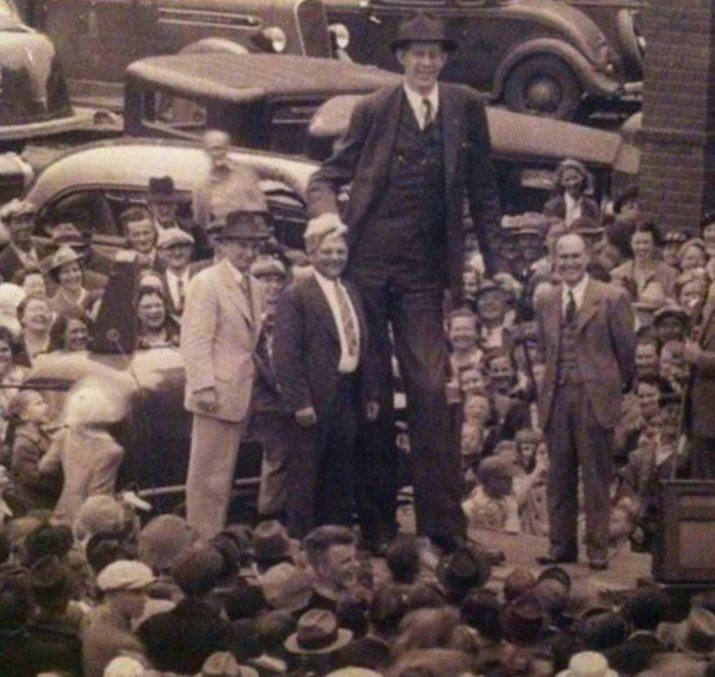 بلند قدترین انسان تاریخ