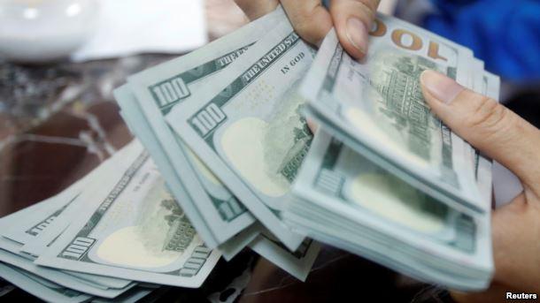 قیمت دلار آزاد در بازار ایران از ۳۹۰۰ تومان گذشت