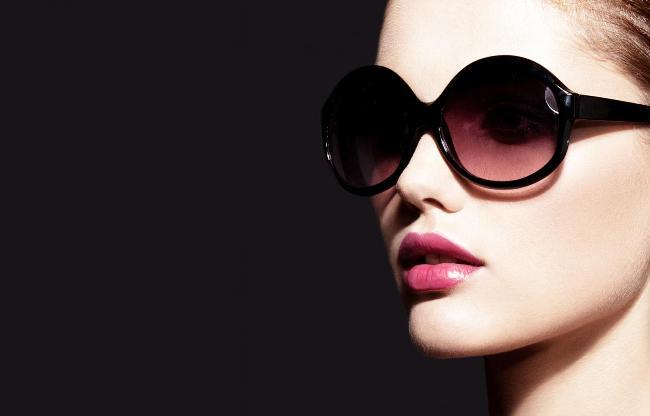 هنگام خرید عینک آفتابی باید به چه مواردی توجه کنیم؟