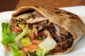 یک کباب ترکی خانگی تمام عیار درست کنید