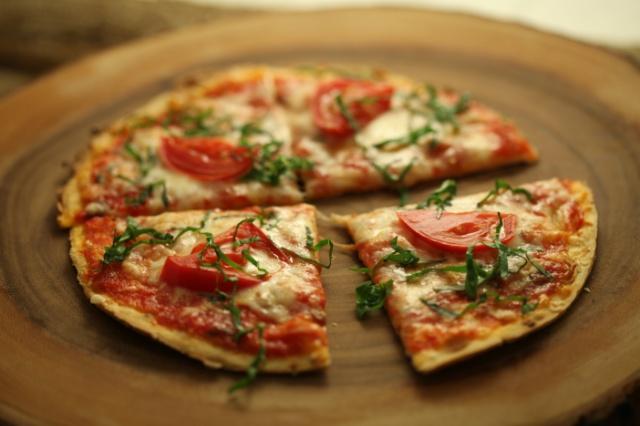 دستور پخت پیتزا ایتالیایی مارگاریتا