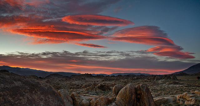 عکس های زیبا و شگفت انگیز از ابرهای عدسی شکل عدس گون