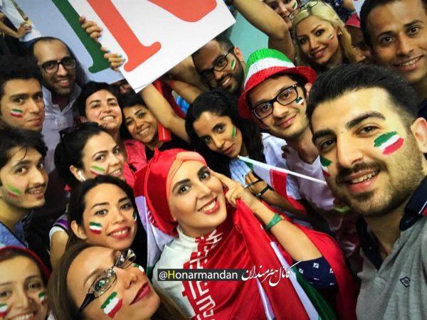لیلا بلوکات در ایتالیا و حمایت از تیم والیبال در استادیوم +عکس