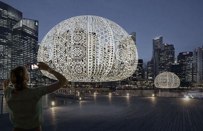 نصب بزرگ ترین گنبدهای قلاب دوزی شده جهان در ساحل خلیج مارینا در سنگاپور