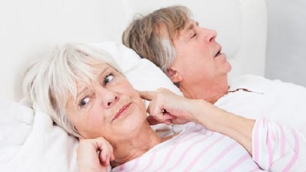 چگونه می توان صدای خروپف خود را هنگام خواب کاهش داد؟