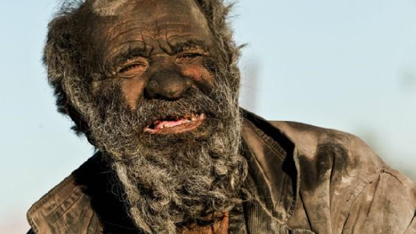 داستان عجیب و دردناک پیرمرد ۸۰ ساله ایرانی که ۶۰ سال از آخرین حمام او می گذرد