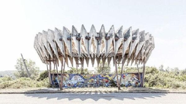 نگاهی به طراحی های عجیب ایستگاه های اتوبوس در گوشه و کنار روسیه